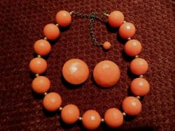 VTG NECKLACE ORANGE FACETED BEADS GOLD SPACERS & CLIP EARRINGS LUCITEPLASTIC