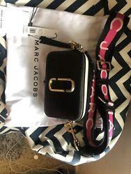 Pre owned MARC JACOBS AUTH Snapshot Small Camera Bag BLACK with star strap $140.00