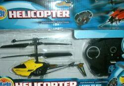 HELICOPTER WITH REMOTE CONTROL BY KIDS STUFF EASY TO FLY 8 YRS amp; UP NEW IN BOX $14.95
