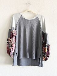 Umgee Gray Thermal Balloon Floral Sleeve Top Size Medium Women#x27;s $14.99