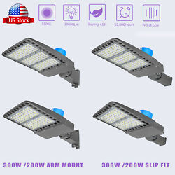 200 300W Led Parking Lot Light IP66ETL Commercial LED Area Lighting5500k Brown