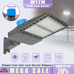Commercial LED Shoebox Street LightisWaterproof Replaces 800W HPS Arm Mount