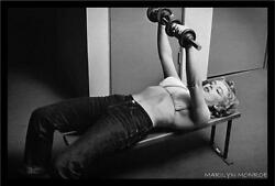 FRAMED Marilyn Monroe - Working out Lifting Weights 36x24 Art Print Poster