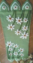 Delightful Daisies felted wool applique penny rug table runner quilt pattern