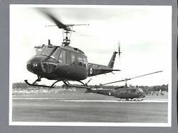BELL UH 1 HELICOPTER LARGE VINTAGE ORIGINAL MOD PHOTO RNZAF NEW ZEALAND AIR FORC $24.95
