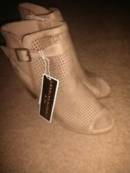 New With Tags Charles Albert Open Toe Bootie Size 9