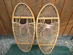 VINTAGE SNOWSHOES 31quot; Long x 14quot; Wide with Leather Bindings READY TO USE $59.99