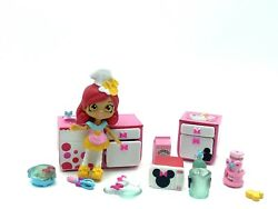 Shopkins Disney Happy Places Minnie Mouse WAFFLE KITCHEN Theme Pack Goldie Bow $28.00