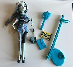 MONSTER HIGH DOLL - Wave 2 FRANKIE STEIN - School's Out