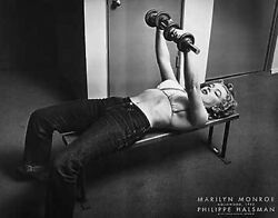 MARILYN MONROE WITH WEIGHTS PRINT BY PHILLIPPE HALSMAN 28X22 lifting