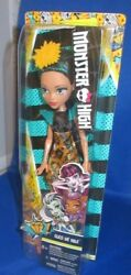 MONSTER HIGH CLEO DE NILE (DAUGHTER OF MUMMIES) COLLECTOR DOLL NEW