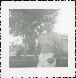 SHIRTLESS MUSCLE MAN PUFFING OUT CHEST VINTAGE PHOTO GAY INT