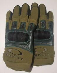 Oakley Assault Gloves SMLXL HIGH QUALITY ITEM very popular Tactical gloves. $49.99