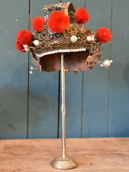 Theater hat with stand from the Opéra de Pékin