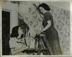 1938 Press Photo Irene Thackel Hangs Paper as a trade and her Sister Margaret $19.99