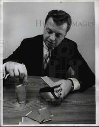 1968 Press Photo Disposable paper battery demonstrated by Richard O Kress $19.99