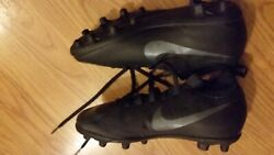 Boys soccer shoes . Nike size 4.5 New. $22.95