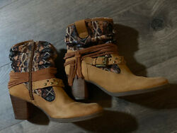 Womens boots size 7. $5.00