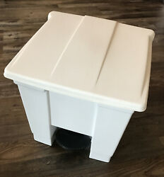 RUBBERMAID COMMERCIAL PRODUCTS FG614300WHT Step On Trash CanRectangular8 gal.
