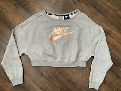 Nike Cropped Shirt Top Sweater Pullover Small with Back Zipper $25.00