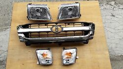 FIT FOR TOYOTA PICKUP HILUX 2001-05 MK5 CHROME PAINT GRILLE ASSEMBLY