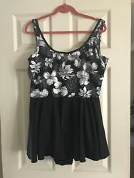 PACIFIC CONNECTIONS - SKIRTED SWIMDRESS - ONE PIECE  - BLACKBLACK FLORAL SZ 24W $5.10