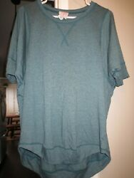 NWOT WOMENS OVER SIZED KNIT TOP SIZE MEDIUM $9.99