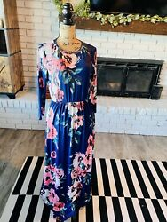 Long Sleeve Floral Maxi Dress With Pockets size small $15.00