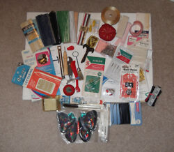 MIXED LOT OF ASSORTED VINTAGE TO RECENT SEWING SUPPLIES TOOLS
