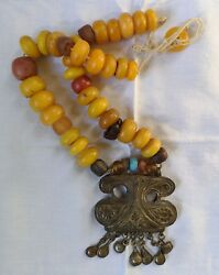 NECKLACE. EGG YOLK BALTIC AMBER AND METAL. EARLY 20th CENTURY