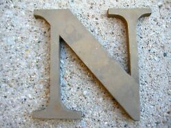 """VTG LARGE BRASS RAISED LETTER """"N"""" EXTERIOR BUILDING ARCHITECTURAL SALVAGE 5 3 4quot;"""