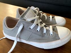 Converse all star girls Size 4 $23.00