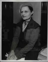 1934 Press Photo Countless Sonia Poushkareff injured in Auto she was riding.