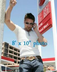GERARD BUTLER SEXY candid GAS STATION photo on phone 142