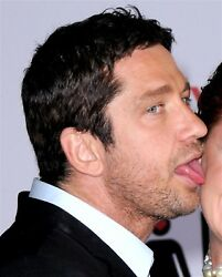 GERARD BUTLER candid photo LICKING FACE on the red carpet L176