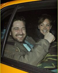 GERARD BUTLER candid photo in taxicab smiling after flipping us off L176