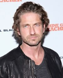 GERARD BUTLER candid photo on red carpet in black leather jacket L176