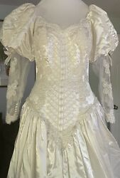 Vintage Wedding Dress Beautiful Gown Small Lace Appliqué Train Beaded $127.00