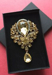 Vintage Style Large Gold Tone Gold Diamante Brooch 8 cm in Gift Box