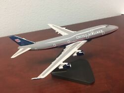 United Airlines 747-400 Desk Model 1250 Scale Hand Painted Mahogany UA Aircraft $21.50