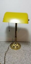 VINTAGE YELLOW METAL BANKERS DESK LAMP PULL CHAIN $15.00