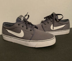 NIKE Grey White Men#x27;s Size 8 Skate Board Canvas Shoes 555272–091