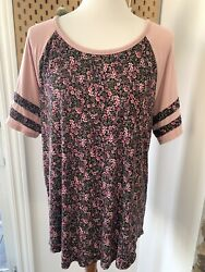 Maurices Top Size XL Floral Short Sleeve Cute Back Detail $8.00
