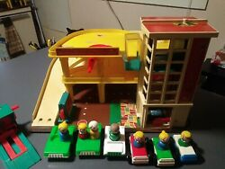 Vintage Little People Fisher Price parking garage With 6 Cars 7 Wood People #930 $64.99