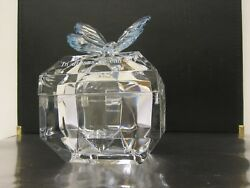 CLEAR ACRYLIC JEWELRYTRINKET BOX WITH BUTTERFLY DESIGN ON TOP