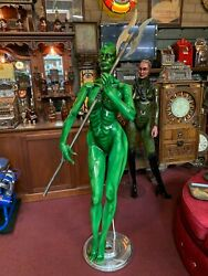 Alien Woman Warrior Statue by So Cal AirbrushPinstriping Steve Vandemon
