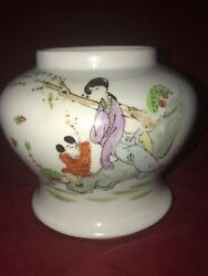 Chinese old famille rose porcelain jar Hand painted figure