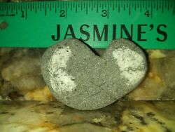 268 NATURAL FORMED HEART SHAPED BEACH ROCK  SANDSTONE LOVE GIFT LUCK NICE HEART