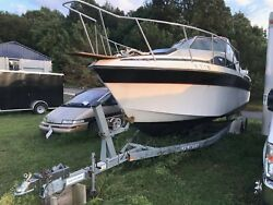 WELLCRAFT 26 FT CABIN CRUISER WITH DUAL AXEL TRAILER