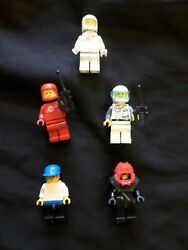 FIVE VINTAGE LEGO MINI FIGURES WITH ACCESSORIES DIVER SPACE $15.77